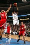 图文-[NBA]火箭118-95胜76人艾弗森篮下投篮