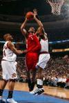 图文-[NBA]火箭118-95胜76人霍华德篮下强攻