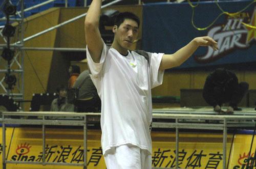 图文-CBA全明星南方队训练唐正东手舞足蹈