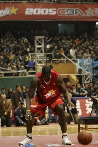 图文-[CBA全明星赛]灌篮大赛奥得捷坐立式灌篮