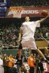 图文-[CBA全明星赛]灌篮大赛易立灌篮空中侧扣