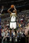 图文-[NBA]尼克斯VS超音速刘易斯外线投篮