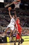 图文-[NBA]老鹰95-111马刺布伦特-巴里飞身上篮