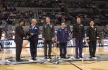 图文-[NBA]老鹰95-111马刺三军代表接受表彰