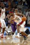 图文-[NBA]骑士VS雄鹿小皇帝詹姆斯带球突破