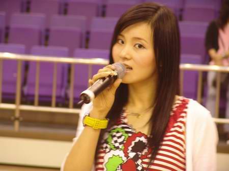 图文-热舞劲歌为海峡杯篮球赛助阵李凌含情脉脉