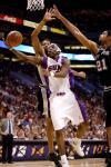 图文-[NBA]马刺101-95太阳铁面人上篮轻舒猿臂
