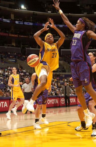 图文-[WNBA]君主负火花连胜终结沃克出手不凡