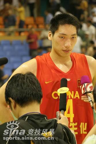 中国男篮69 90新西兰唐正东接受采访