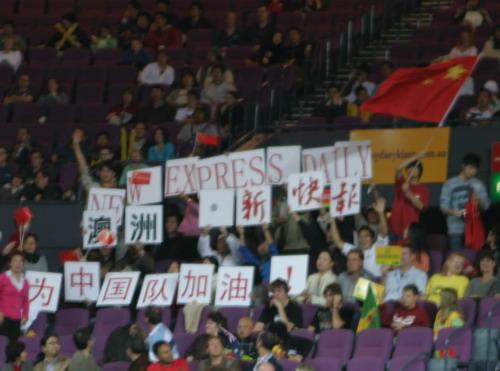 图文-四国赛中国男篮再负澳大利亚热情的华人球迷