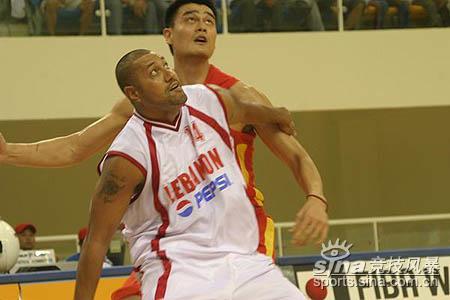 图文-亚锦赛中国男篮87-73黎巴嫩双雄场上竞逐