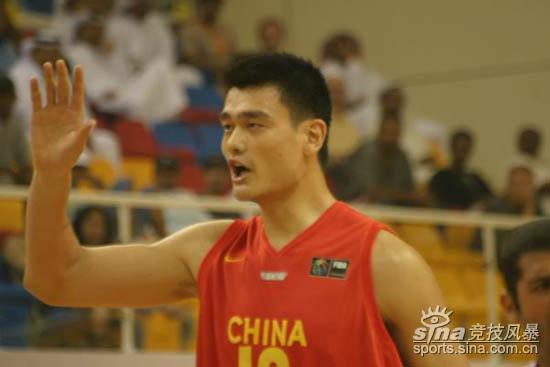 图文-[亚锦赛]中国男篮vs黎巴嫩姚明示意队友