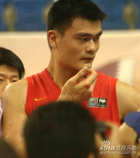 图文-[亚锦赛]中国男篮vs黎巴嫩姚明怒在心头