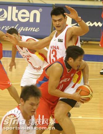 图文-[半决赛]中国男篮93比49胜韩国姚明防守