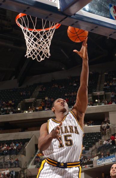 图文-NBA季前赛马刺81-94步行者阿泰斯特轻松得手