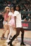 图文-05年度NBA啦啦队精选开拓者女郎护士装扮