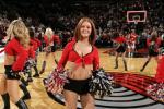 图文-05年度NBA啦啦队精选开拓者女郎红色佳人