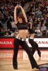图文-05年度NBA啦啦队精选猛龙女郎身材健美