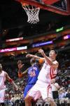 图文-[NBA]尼克斯83-90火箭姚明抢占有利位置