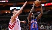 图文-[NBA]尼克斯83-90火箭姚明欲封盖克劳福德