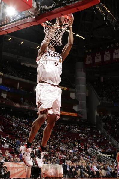 图文-NBA全明星新秀挑战赛伊古欧达拉大力扣篮
