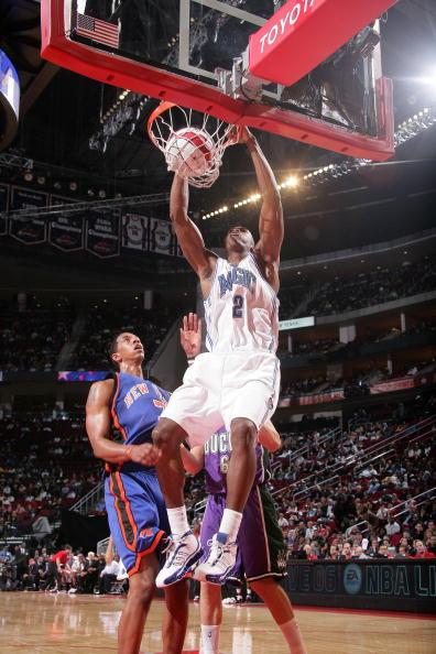 图文-NBA全明星新秀挑战赛霍华德扣篮动作轻盈