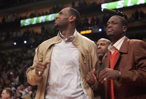 图文-NBA全明星观战灌篮大赛詹姆斯:果然后生可畏