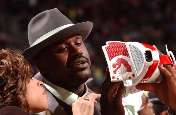 图文-NBA全明星观战灌篮大赛奥尼尔:我都拍下来了
