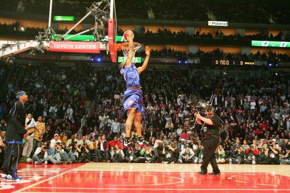 图文-NBA全明星灌篮大赛伊古欧达拉飞越后灌篮