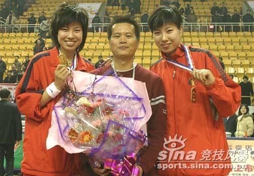 图文-[WCBA]辽宁首夺WCBA冠军著名篮球DJ与姐妹花