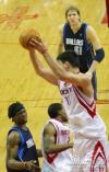 图文-[NBA]小牛95-81胜火箭姚明篮下优势明显