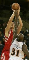 图文-[NBA]火箭VS勇士姚明转身跳投再次命中