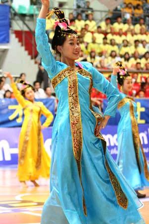 图文-CUBA华侨大学拉拉队舞动赛场 韩国特色