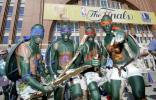 图文-小牛球迷激情助阵忍者神龟集体出动
