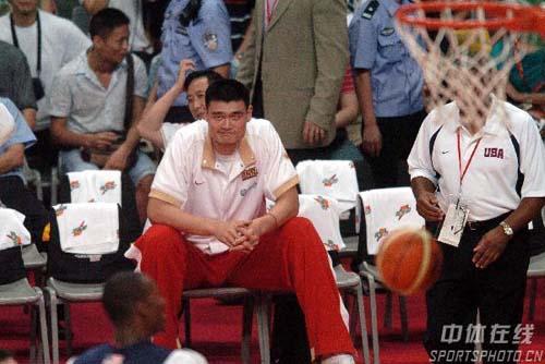 图文-中国男篮73-119梦七姚明恨不得自己上场