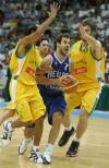 图文-澳大利亚60-68希腊斯潘诺里斯带球突破