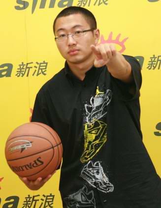 图文-著名解说员于嘉做客新浪中国篮球要你一起支持