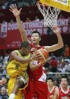 图文-[斯杯]中国男篮78-88巴西易建联勇斗巴博萨