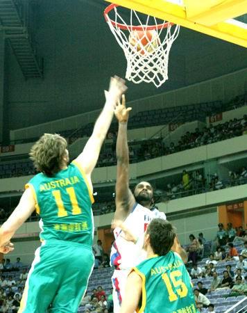 图文-[斯杯]法国男篮vs澳大利亚博格特抢篮板