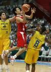 图文-[斯杯]中国男篮78-88巴西陈江华突破上篮