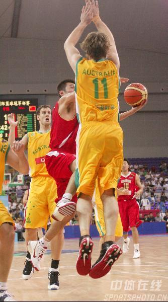 图文-中国男篮63-61澳大利亚澳大利亚全面严防