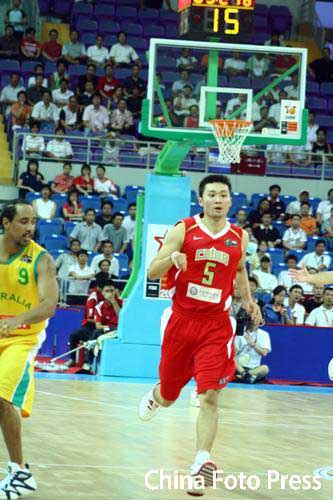 图文-[斯杯]中国男篮vs澳大利亚刘炜复出首发上场