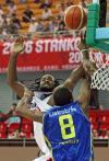 图文-[斯杯]法国队86-74巴西巴博萨遭到封盖