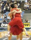 图文-[世锦赛]中国庆祝挺进16强小巨人拥抱王仕鹏