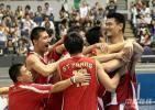 图文-[世锦赛]中国庆祝挺进16强男篮终于小组出线