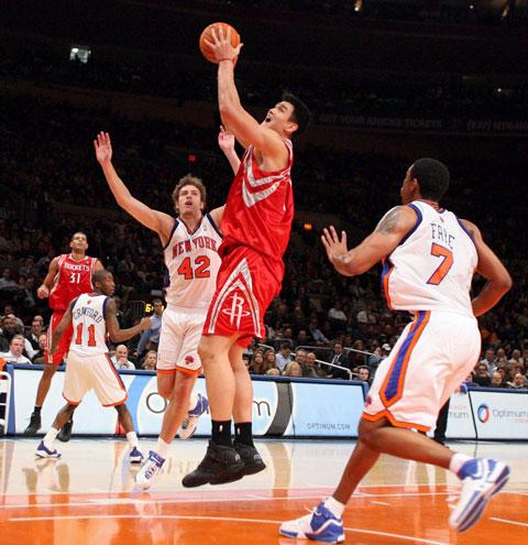 图文-[NBA]火箭97-90尼克斯姚明:我是篮下巨无霸
