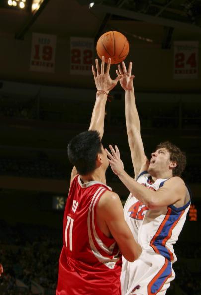 图文-[NBA]火箭97-90尼克斯姚明出手全力封盖