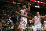 图文-[NBA]灰熊85-76负火箭姚明防守篮下拦截