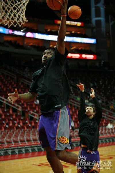 图文-[NBA]火箭太阳赛前训练小霸王飞身上篮