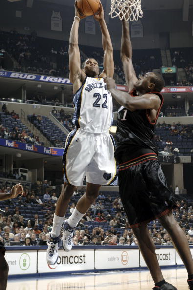 图文-[NBA]76人102-118灰熊盖伊扣篮勇猛无比